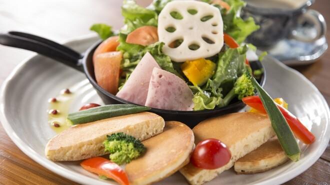 レストランITOSHIMA - 料理写真:サラダパンケーキ¥800円 ドリンク付き¥1000円