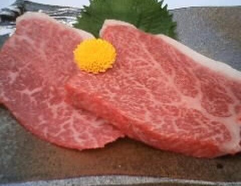 焼肉萬野ホルモン舗 - 料理写真:霜降り赤身すてーき(150gA3イチボ・ヒウチ等) もも肉の中で最も霜降りが多くロースに匹敵する肉質は最近では希商品に格付け。