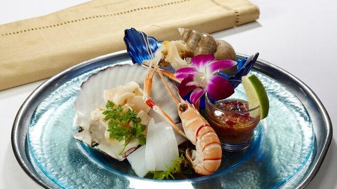 マンゴツリー東京 - 料理写真:アラカルト 魚介の冷菜盛り合わせ
