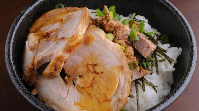 麺や七福 - 料理写真:口のなかでばら肉の甘みが広がる『チャーシュー丼』