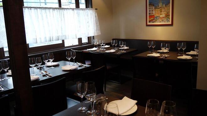 アデニア - 内観写真:ADENIAの2階はこんな感じです。 もちろん、お食事も出来ますが、 10名様より18名様まで貸切可能です。