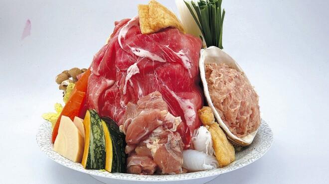 山賊鍋 - 料理写真:海の幸・山の幸・田の幸・畑の幸・野の幸、この五幸を特製スープで味付けした鍋!