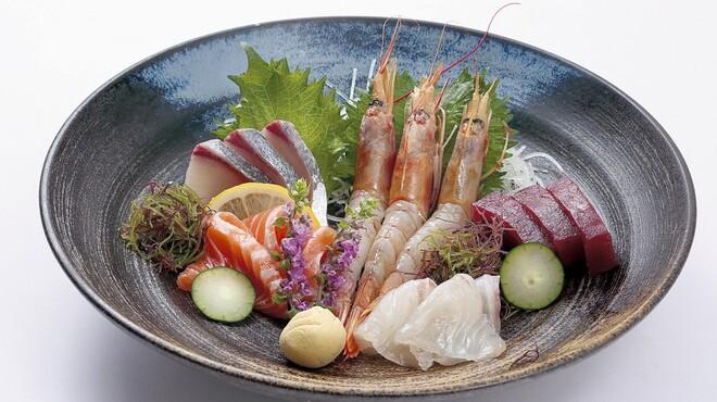 山賊鍋 - 料理写真:鮮度抜群のお刺身も豊富にご用意しております!!