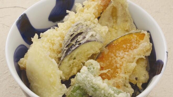 山賊鍋 - 料理写真:揚げたてサクサクの天ぷら!