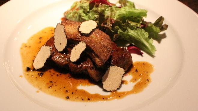 アボットチョイス - 料理写真:牛フィレ肉とフォアグラ・トリュフのロッシーニ:マディラワインのソース