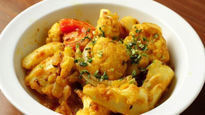 マーダル - 料理写真:ジャガイモとカリフラワーの炒め物