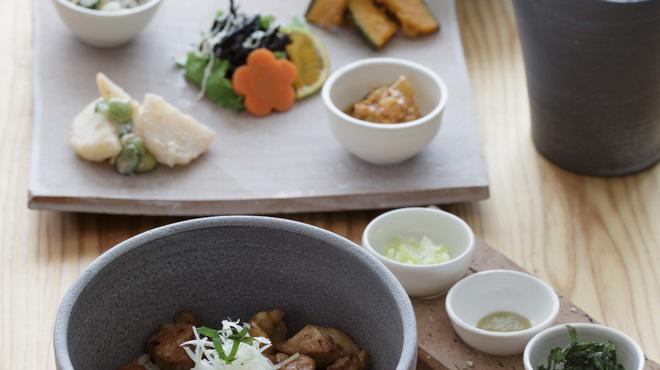 おおむろ軽食堂 - 料理写真:大山鶏使用、おすすめの[とりてり丼]