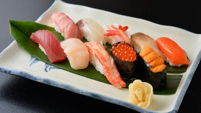 はこだて鮨金総本店 - 料理写真:桜(10貫)3240円