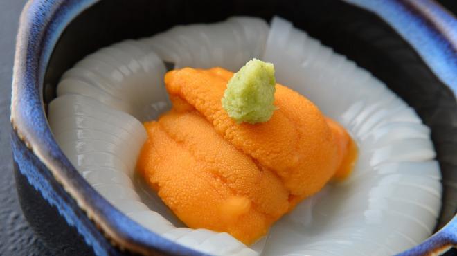 はこだて鮨金総本店 - 料理写真:新鮮なイカとウニを使った自慢のウニイカソーメン。