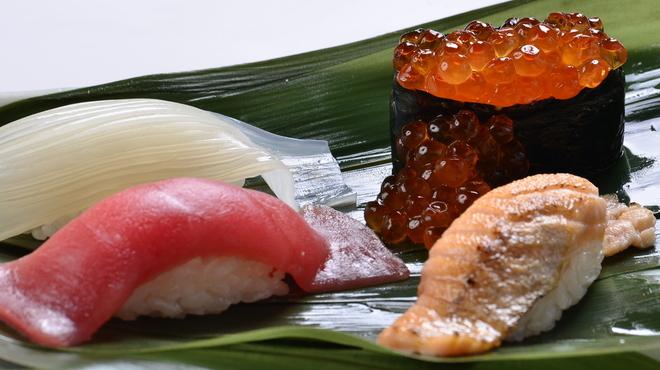 函太郎 - 料理写真:ネタは大ぶり、シャリは小ぶりの函太郎バランス