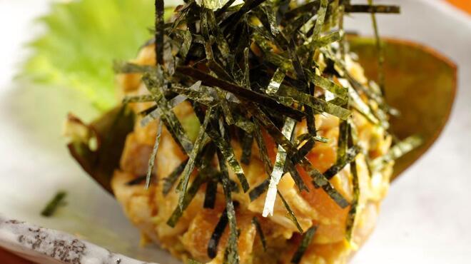 炭火道場 別邸 - 料理写真:女性に人気「ささみとアボガドの鶏わさ」