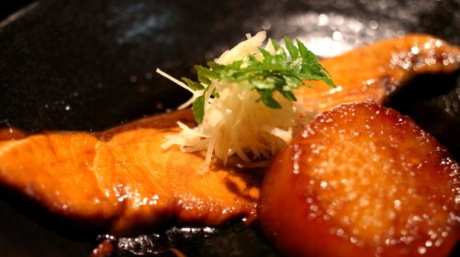 夢や - 料理写真:ぶり大根煮 950円