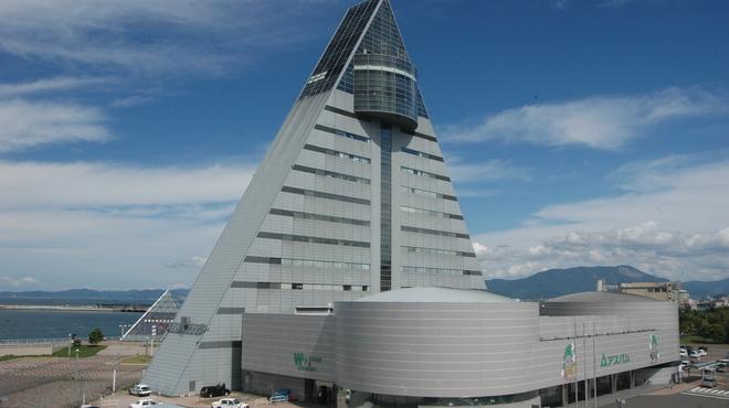 みちのく料理 西むら - 外観写真:観光物産館アスパム 青森の「A」の形をしています