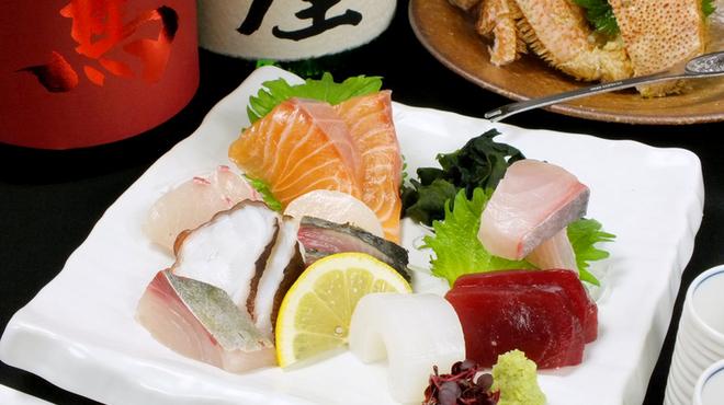炉ばた 十介 - 料理写真:毎日市場で競り落とした!魚介をコースで提供!
