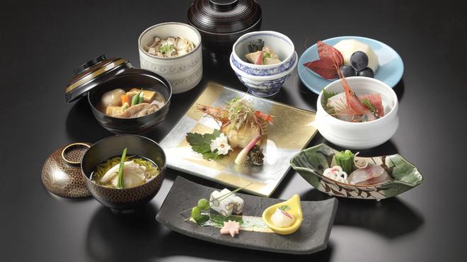大志満 椿壽 - 料理写真:前菜からデザートまで素材と盛り付けにこだわりの光る『懐石』