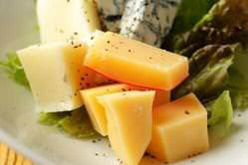 wabisuke - 料理写真:ワインに合うメニューの数々。濃厚チーズのブルーベリーソース