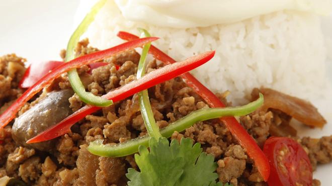ヒジョビンタン  - 料理写真:鶏肉バジル炒め玉子のせご飯