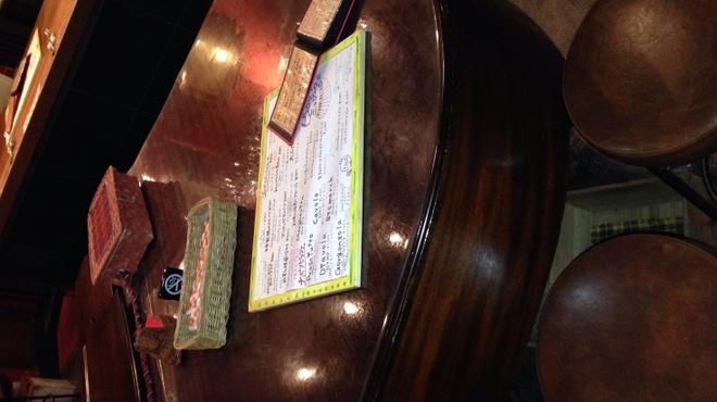 ビストロッソミュジーク - 内観写真:グランドピアノの背中の部分がテーブルになってます!このシュチュエーションは、ビストロッソだけかも♪♪