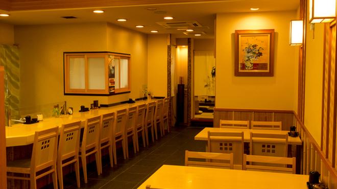 宮川本廛 - 内観写真:店内。カウンター、テーブル席