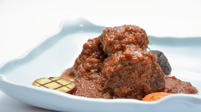 ガーデンレストラン アマルフィイ - 料理写真:黒毛和牛テールの赤ワイン煮込み
