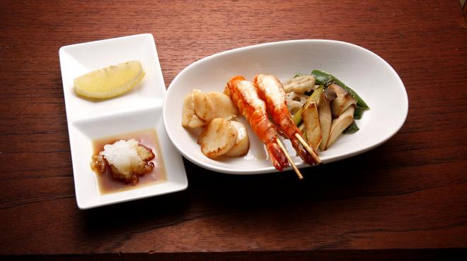ホタル - 料理写真:えびとホタテの塩コショウ焼き