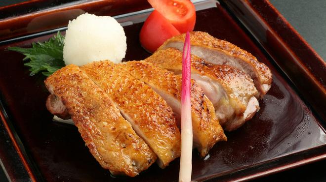 心斎橋 今井屋本店 - 料理写真: 香ばしい皮とジューシーなもも肉がボリュームたっぷりの一品。