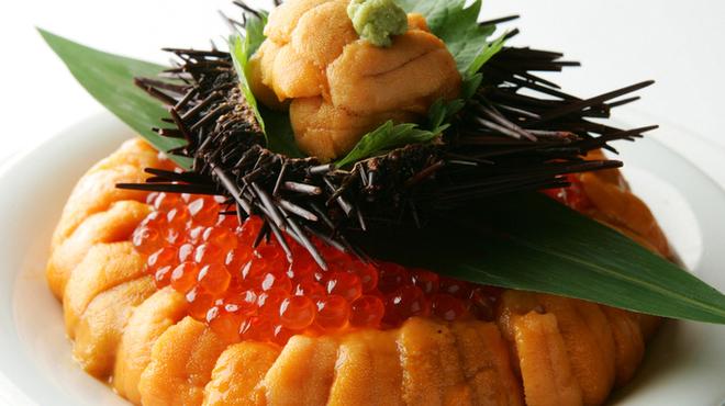 美食 米門 - 料理写真: 濃厚な雲丹の風味といくらの相性は食べる人の心を幸せに満たす幸福の逸品です。