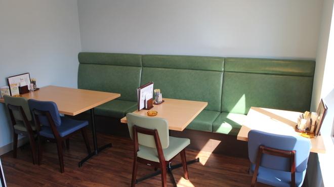 カフェ&ゲームバー ことぶき - 内観写真:喫煙席からの風景です。