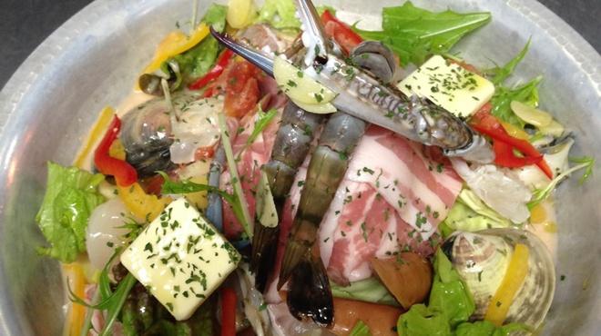 鶫 - 料理写真:名物!トマト鍋