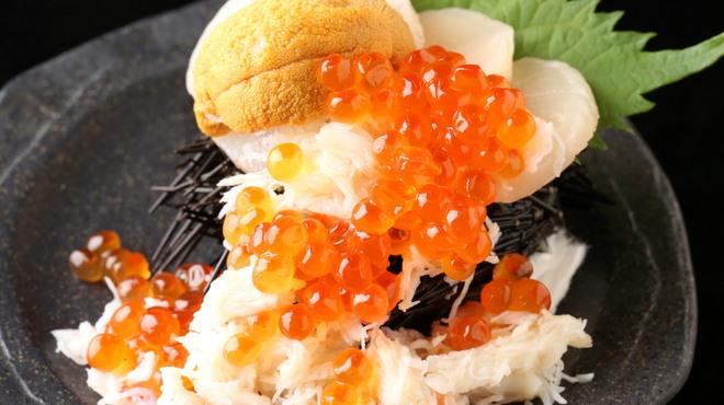 秋葉原漁港 快海 - 料理写真:赤字覚悟の「北海てんこ盛り」毎日限定10食まで。