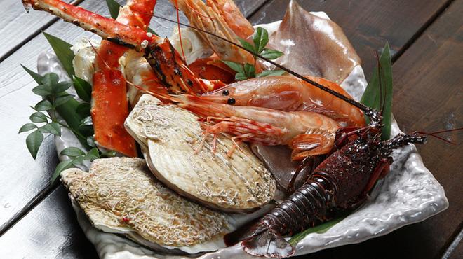 さるとび - 料理写真:おすすめ海鮮盛合せ 4,800円・・・ずわい蟹となります。