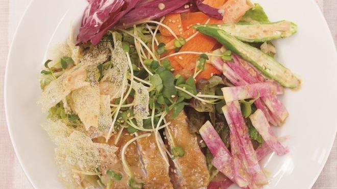 chano-ma - 料理写真:チキンと彩り野菜のサラダ