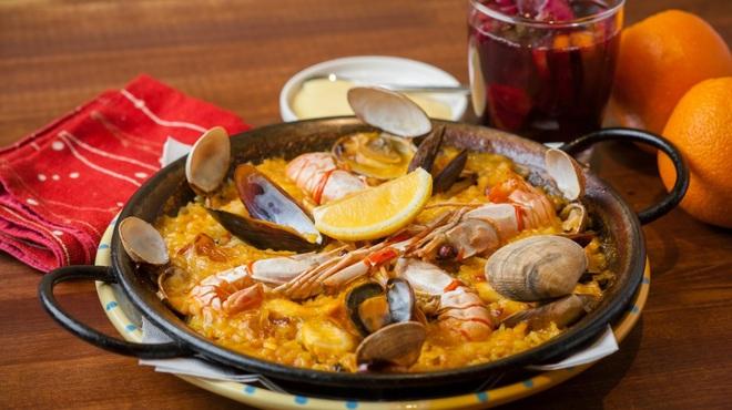 アデッソ - 料理写真:人気のパエリア!イカ墨もあります。