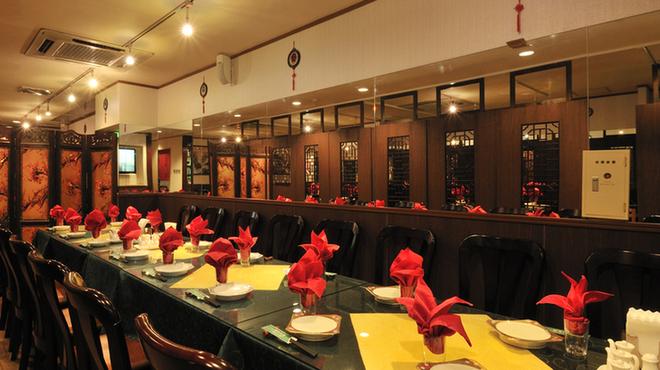 神田 天府 - 内観写真:テーブル席は44~30名様ご利用可能