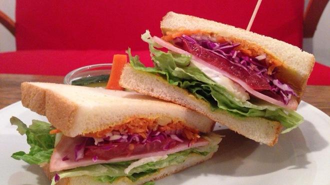 カフェ・ロカ - 料理写真:ブリーチーズのサンドイッチ