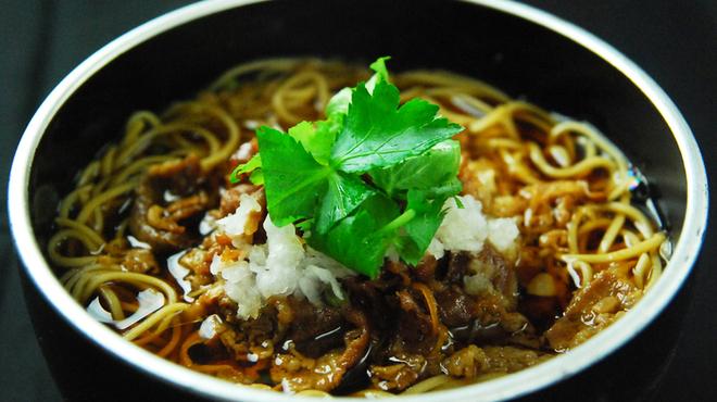 蕎麦切 宮下 - 料理写真:寒い季節は蕎麦切り特製牛しぐれ蕎麦