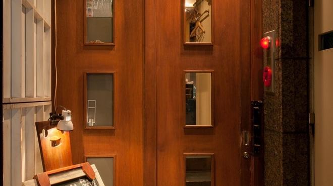 アデッソ - 外観写真:玄関  ビルの奥ですが、覗いてみてください。