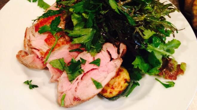 パシオン・エ・ナチュール - 料理写真:もち豚フィレの低温ロースト 有機野菜のガーデンサラダ