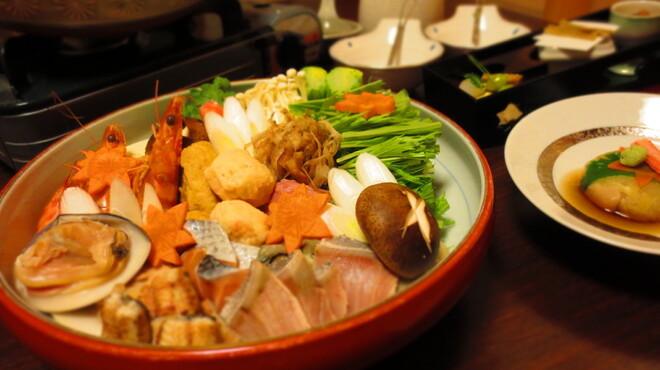 宮川本廛 - 料理写真:\六〇〇〇寄せ鍋コース