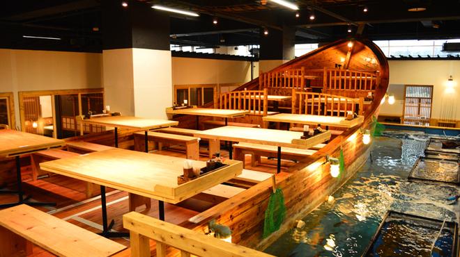 釣船茶屋 ざうお - 内観写真:少人数なら船から釣りが出来るお席がお薦め