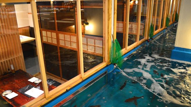 釣船茶屋 ざうお - 内観写真:個室から釣りが出来るお席は予約必須(5名様~)
