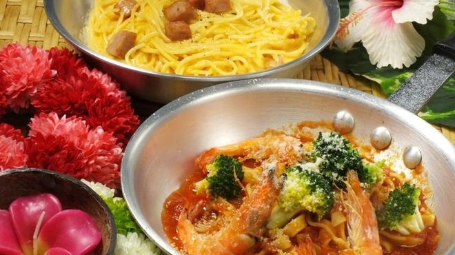 Hona Cafe - 料理写真:フライパンでお出しするアツアツのランチパスタ!!