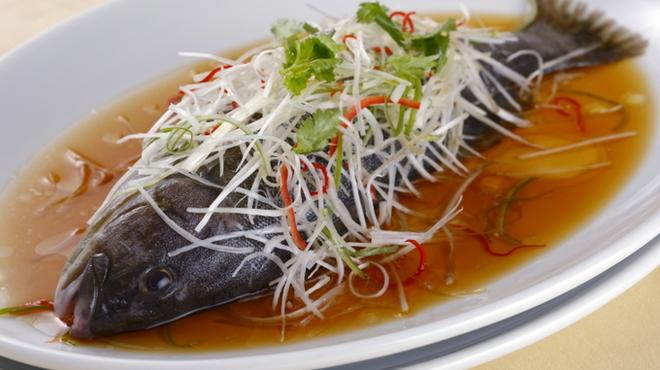 老香港酒家京都 - 料理写真:旬の鮮魚の香港風姿蒸し