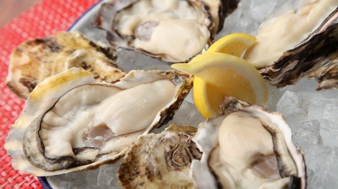 IKKOKU - 料理写真:フレッシュな生牡蠣@300円!産地直送生牡蠣の食べ比べをお楽しみください。
