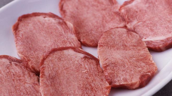 焼肉チャンピオン - 料理写真:極上タン