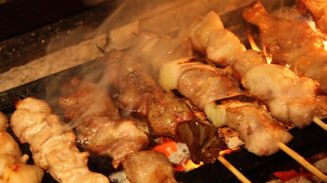もんじろう - 料理写真:岩手原産阿部鶏、群馬県産榛名鶏、秋田県産比内地鶏、薩摩軍鶏等、こだわりの炭火で<`ヘ´>