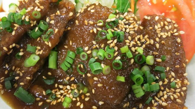 駒八 - 料理写真:まぐろのシャリアピンソース炒め