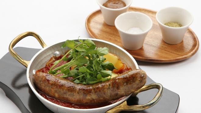 銀座カフェビストロ 森のテーブル - 料理写真:無添加自家製ハーブ焼きソーセージは、ビールとよく合います!