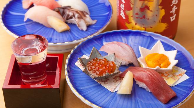 ひとよ - 料理写真:『上握り』(8貫)はお店の看板メニューです。 その日仕入れた新鮮な魚介を、さらに厳選して握りにします。広島県産の秋田小町を土鍋で炊いたシャリも自慢。トータルのおいしさが堪能できます。2000円