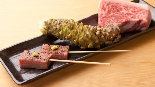 ひとよ - 料理写真:炭火で焼き上げる『本日の宮崎牛 炭焼き』 部位はその日によって違いますが、宮崎牛のA5等級の肉を串に刺し、炭火で焼き上げます。お好みで塩や広島県産の生わさびで(1串500円から。50g 1500円) 500円~